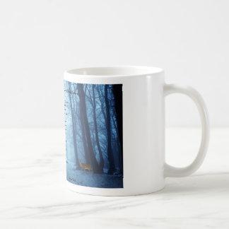 Het ophouden door het Bos door: Robert Frost Koffiemok
