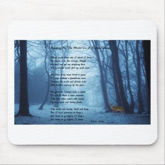 Het ophouden door het Bos door: Robert Frost Muismat