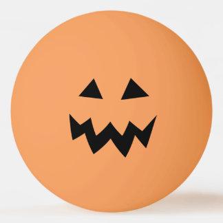 Het oranje de pompoenhoofd van Halloween snijdt Pingpongballen