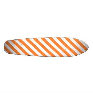 Het oranje en Witte Diagonale Patroon van Strepen Skateboard Deck