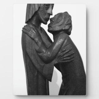 Het oude Beeldhouwwerk van het Paar Foto Plaat