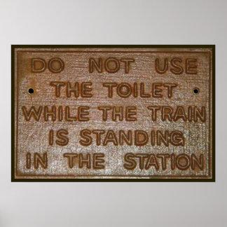 het oude grappige teken van het treintoilet poster