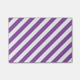 Het paarse en Witte Diagonale Patroon van Strepen Post-it® Notes