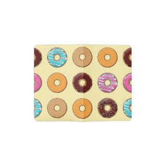 Het Patroon van de doughnut op Geel Pocket Moleskine Notitieboekje
