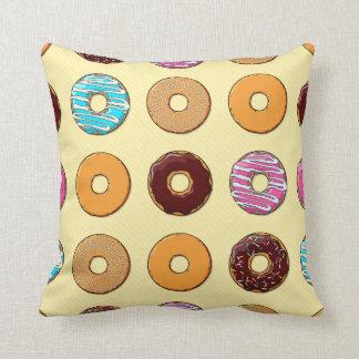 Het Patroon van de doughnut op Geel Sierkussen