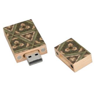 Het patroon van de driehoek houten USB 2.0 stick