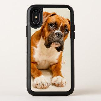 Het puppy van de bokser op ivoor OtterBox symmetry iPhone x hoesje