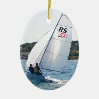 Het rennen van Rubberboot bij Snelheid Keramisch Ovaal Ornament