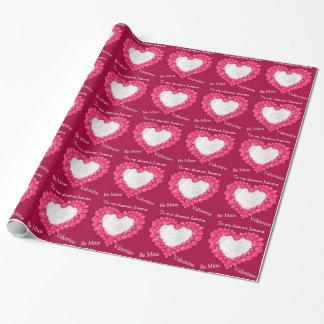 Het robijnrode hart is de fotoomslag van de inpakpapier