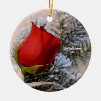 Het rood nam Ornament 2011 toe