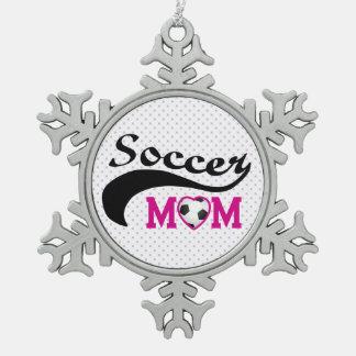 Het roze Mamma van het Voetbal van het Hart O Tin Sneeuwvlok Ornament