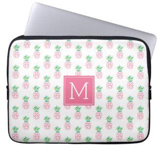 Het roze Patroon Met monogram van Ananassen Laptop Sleeve