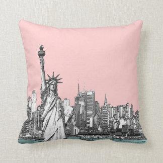 Het roze Standbeeld van Vrijheid New York werpt Sierkussen