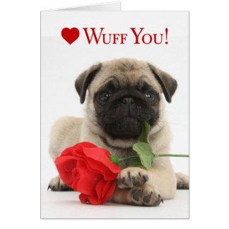 Het schattige Pug Puppy Valentijn met een Rood nam Kaart