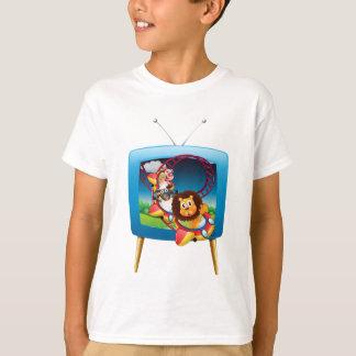 Het scherm van de televisie met dieren op t shirt