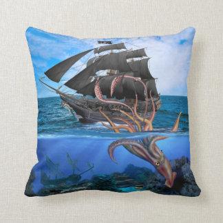 Het Schip van de piraat versus de ReuzePijlinktvis Sierkussen