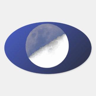 Het Schot van de Maan van de nacht en van de Dag Ovale Sticker