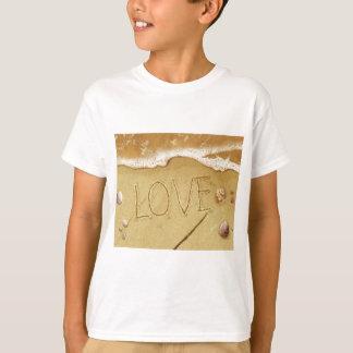 Het schrijven Liefde in het Zand T Shirt