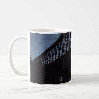 Het Silhouet van de brug Koffiemok