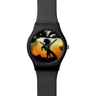 Het silhouet van het paard bij zonsondergang polshorloge