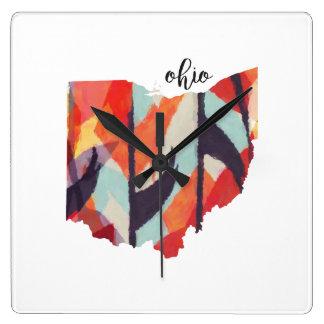 Het silhouethand van Ohio het van letters voorzien Vierkante Klok
