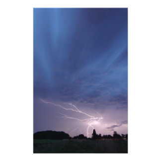 Het Slaan van de bliksem tijdens Onweersbui Folder Ontwerp