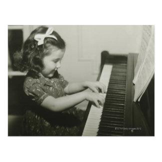 Het Spelen van het meisje Piano Briefkaart