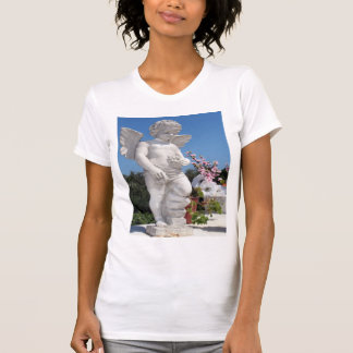 Het Standbeeld van de engel in Wit T-shirt