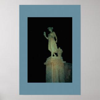 Het Standbeeld van Rome bij Nacht Poster