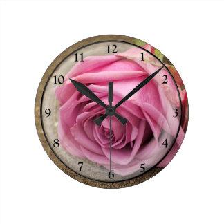 Het stoffige Roze nam toe Ronde Klok