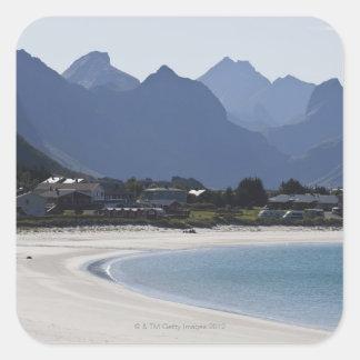 Het strand in Ramberg is beroemd voor zijn wit 2 Vierkante Sticker