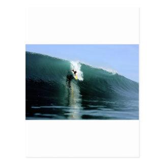 Het surfen grote groene extreme het surfen golf briefkaart