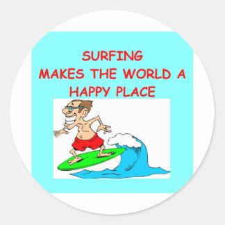 het surfen ronde sticker