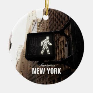 Het Teken van de Gang van Manhattan New York Rond Keramisch Ornament