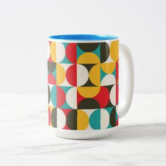 Het trillende patroon van kleuren halve cirkels tweekleurige koffiemok