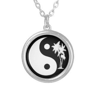 Het tropische Ketting van Yin Yang van Palmen