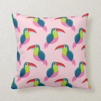 Het tropische roze oerwoud van de toekanvogel sierkussen