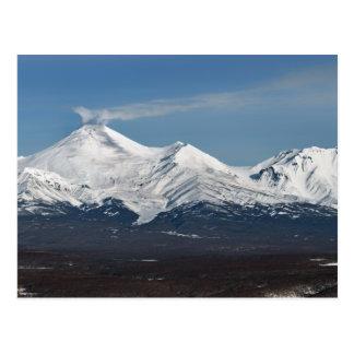 Het uitzicht van de winter van Vulkaan Avacha in Briefkaart