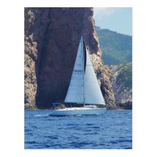Het varen langs de Kust van Sardinige Briefkaart