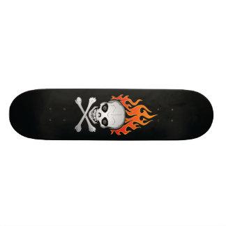 Het vlammende Schedel en Skateboard van Gekruiste