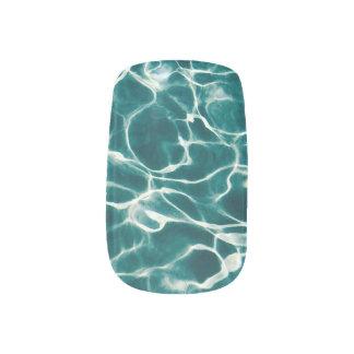 Het waterpatroon van de pool minx nail art