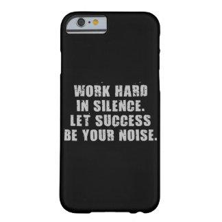 Het werk Hard in Stilte - laat Succes Uw Lawaai Barely There iPhone 6 Hoesje