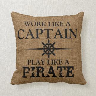 Het werk zoals een Kapitein, Spel zoals een Piraat Sierkussen