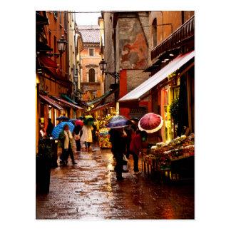 Het winkelen in de Regen Briefkaart