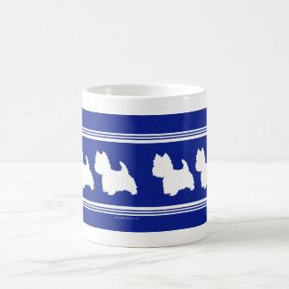 Het Wit van de Silhouetten van Westie op Blauw Koffiemok