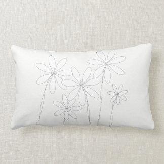 Het Wit van de Zaligheid van de bloem op Wit Wit Lumbar Kussen