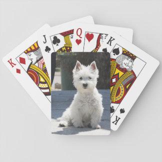 Het witte Hoogland Terrier die van het Westen op Pokerkaarten