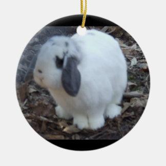 Het witte Konijn Gelukkige Pasen van het Konijntje Rond Keramisch Ornament