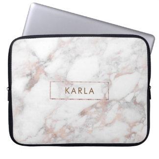 Het witte monogram van de faux marmeren textuur laptop sleeve