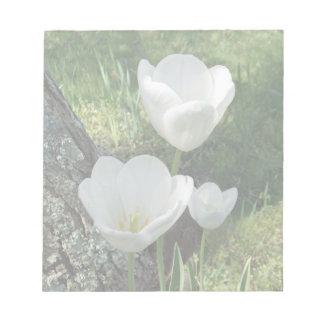 Het witte Trio van de Bloem van Tulpen Notitieblok